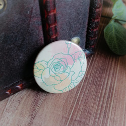 Badge fleuri dessin de rose...